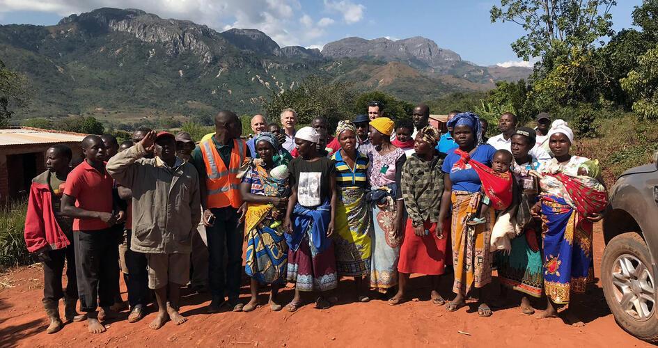 Øystein Botillen with group of African farmers