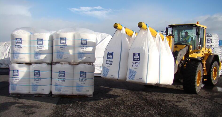 Quad-packs vs Top-lift fertiliser bags